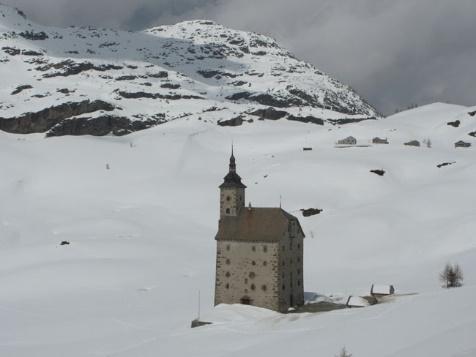 Cols et Hospices Mythiques des Alpes